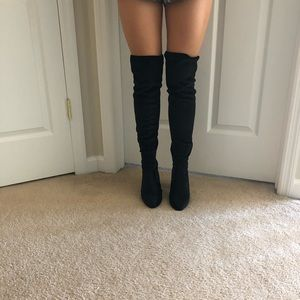 Steve Madden over the knees velvet boot NBW